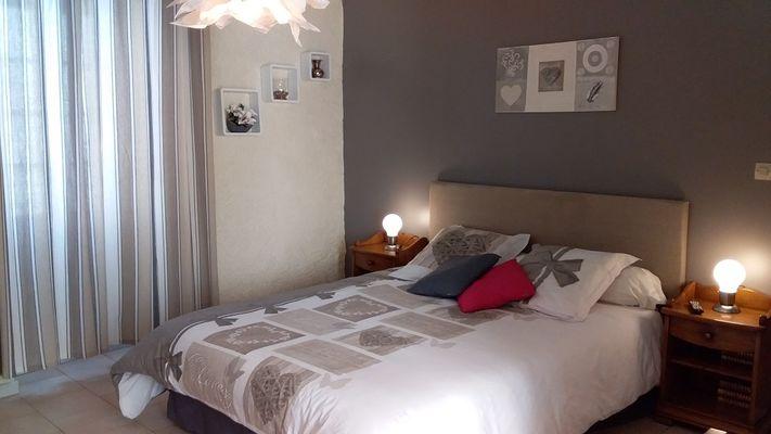 Chambre-4-La Coquillade-Autignac-OT-Avants-Monts
