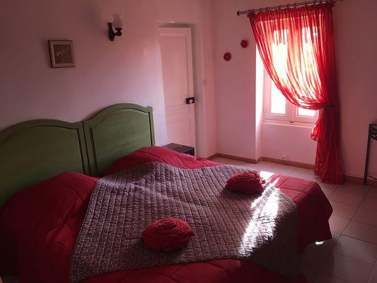 Chambre Riquet Vue sur le parc. Grand lit en 180, séparable en 2 lits 90cm. clim