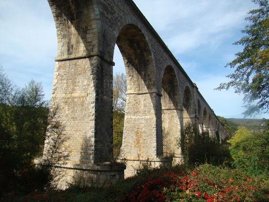 L-ancien-viaduc-ferroviaire-dans-la-vallee---1