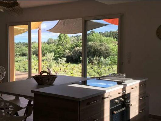 La-maison-du-ht-Languedoc-cuisine-avec-vue