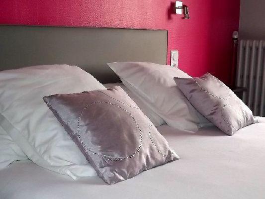 Photo 1 chambre couleur framboise