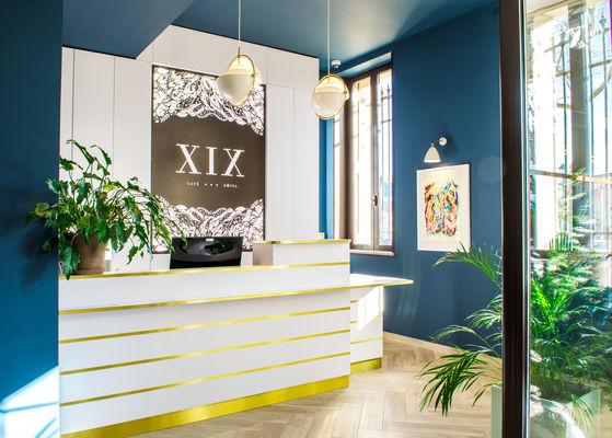 Front Desk - Hôtel XIX