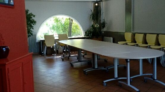 SALLE TABLE
