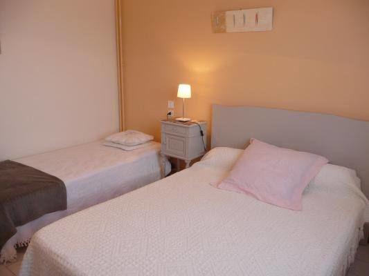 Chambre 3 personnes : 1 lit double 140x190 et 1 lit simple 90x190