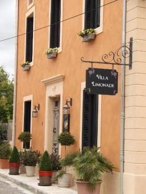 Villa Limonade, dans quartier calme, à la périphérie du village.