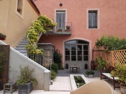 La cour intérieure & le jardin côté sud.