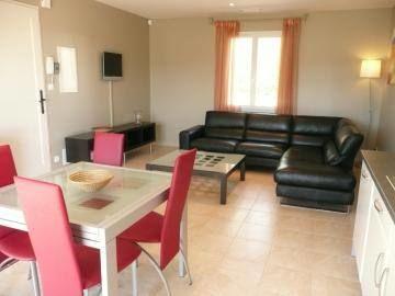 La salle de séjour, espace repas et détente.