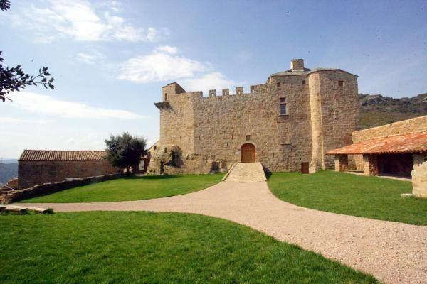 Château et cour d'entrée