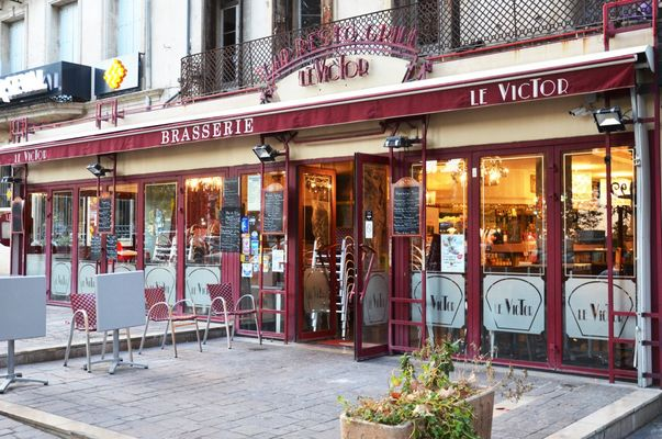 bar-restaurant-grill-le-victor-brasserie-centre-ville-beziers-1100x729