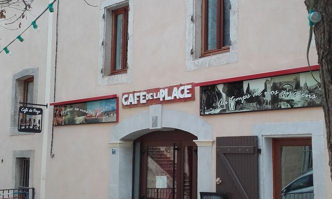 Café de la Place façade