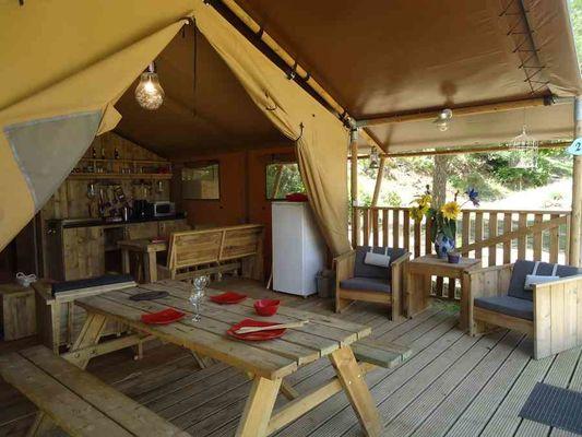 camping-domaine-le-vernis-hebergement-lodge-nature-minervois