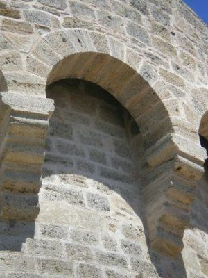 detail eglise fortifiee montblanc