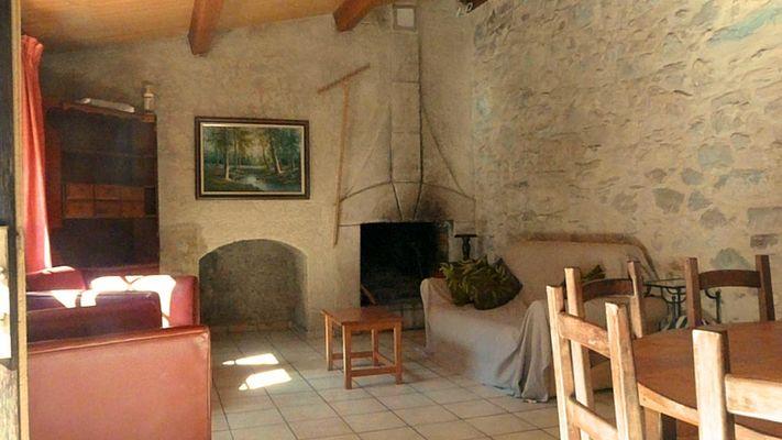 Mouniade, le salon et sa cheminée, Domaine de Lacan