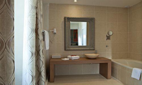 chateau de siran : salle de bains