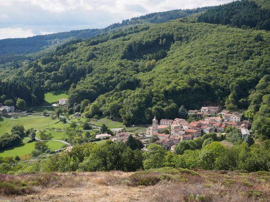 le sympathique hameau de prouilhe et ses sentiers de randonnée