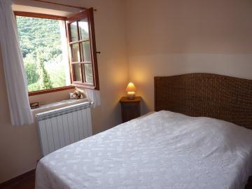 La cave à vin-Chambre lit 2 personnes.