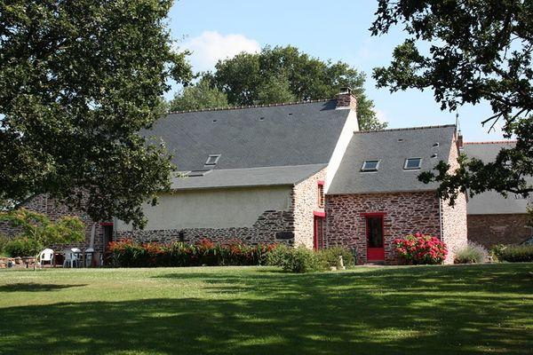 La Grange au Rocher / Exterieur