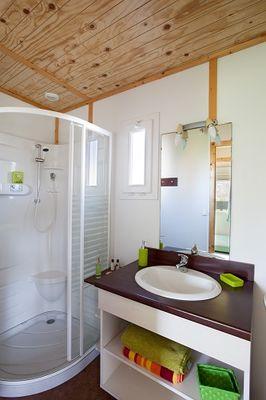 CAMPING-EMERAUDE-Saint-Briac-salle de bain