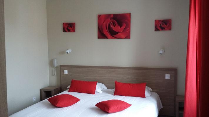 COTE D'EMERAUDE - chambre rouge - St Malo