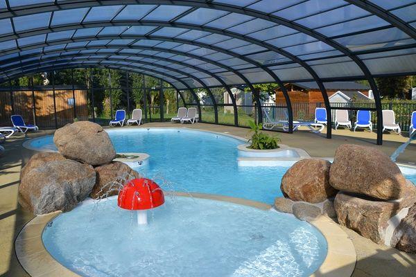 Camping-Le-Villeu-Lancieux-piscine-interieure