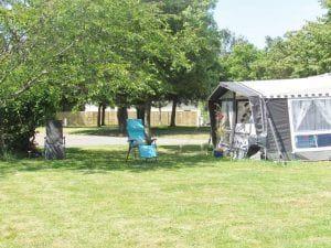 Camping-Les-Etangs-La-Richardais-emplacement-tente
