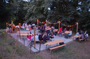Camping-Les-Etangs-La-Richardais-table-festive