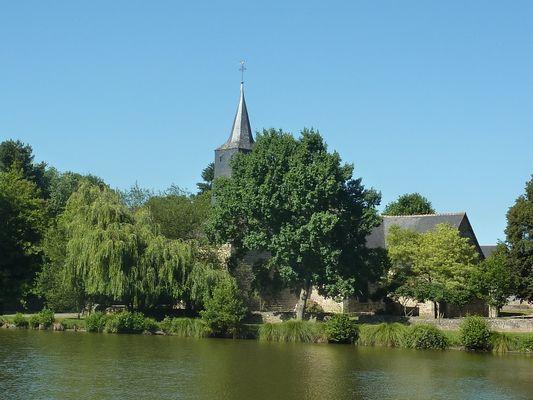 Eglise Saint-Léon et étang ©GIT