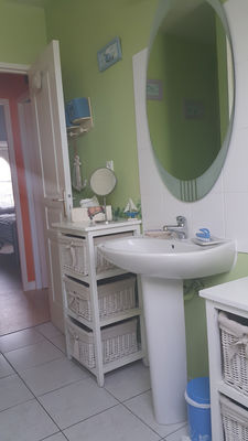 Entrée de la salle d'eau de La Maison de la Plage - Saint-Malo - Eric LECOURTOIS - utilisation illimitée