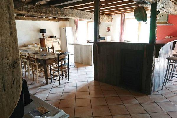 Gite-Ar-Merglet-Maxent-salon-et-cuisine