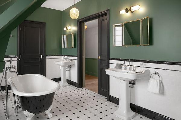 Hotel-Le-Nessay-Saint-Briac-salle-de-bain-verte