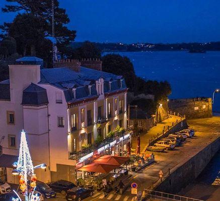 Hotel-de-la-Vallee-Dinard-vue-aerienne-nuit-2