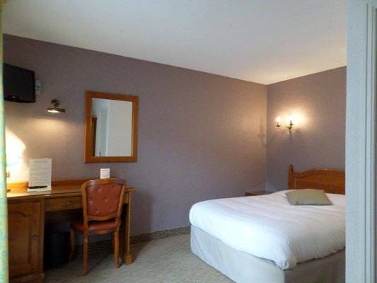 Hotel-les-Tilleus-Dinard-chambre-double-bureau