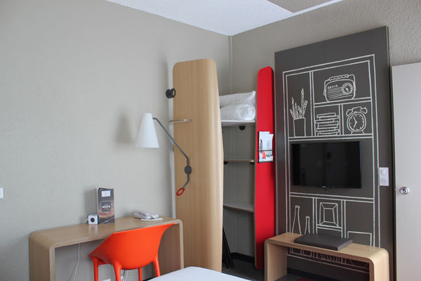 IBIS PLAGE - chambre double cote jardin - StMalo