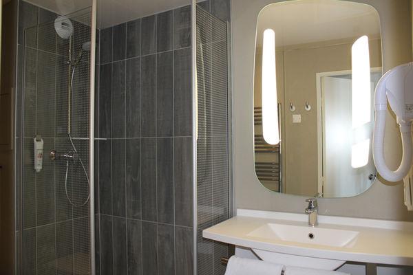 IBIS PLAGE - salle de bain - StMalo
