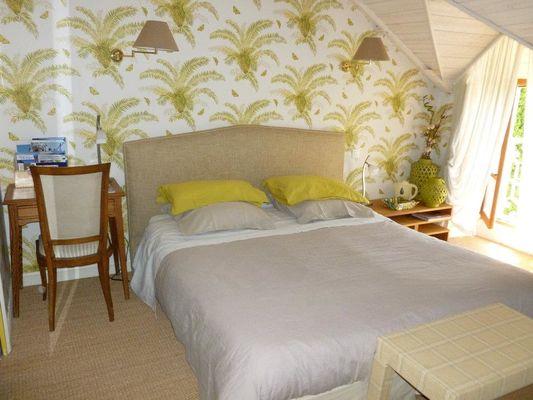 Le-Berceul-Duault-Annie-et-Rene-La-Richardais-chambre-double-palmiers