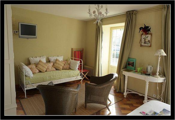 Le-Vieux-Logis-Vautier-Ginette-Saint-Briac-chambre-double-canape
