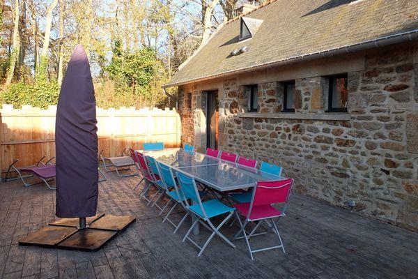 Terrasse- Les Coccinelles - Le Val es Bouilli - St Jouan des Guérets