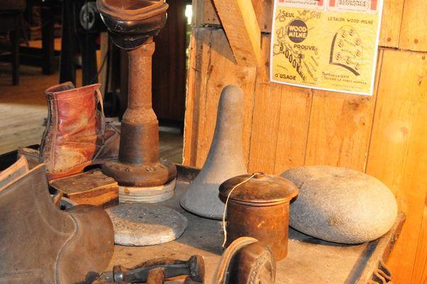 Tinteniac-Musee-de-l-Outil-et-des-Metiers-Atelier-du-cordonnier