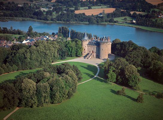 Vue aérienne du château de Combourg