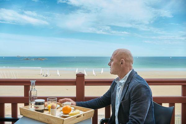 terrasse vue mer-hotel les charmettes -saintmalo