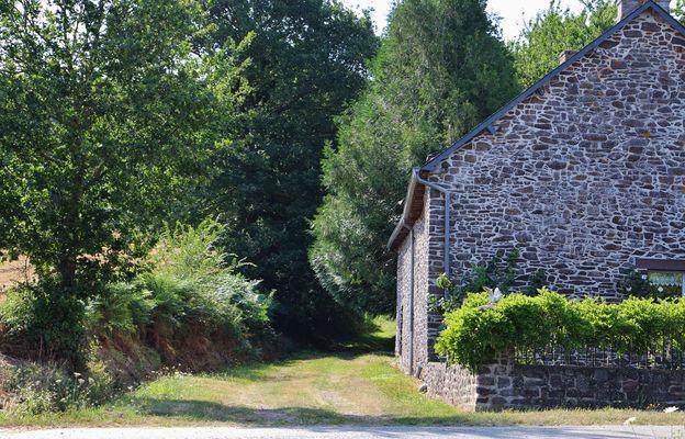 Sentier de Saint Gonlay à la chambre au loup