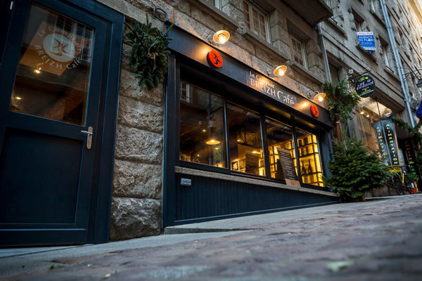 façade restaurant oblique.jpg