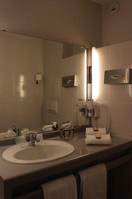 Chambre Classique ; Salle de bain Grand Hotel Orleans TOULOUSE