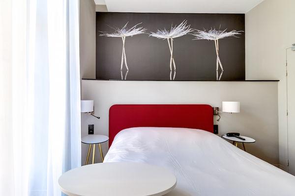 Chambre_Standard_Hotel_du_Taur_vue_face_pied_du_lit