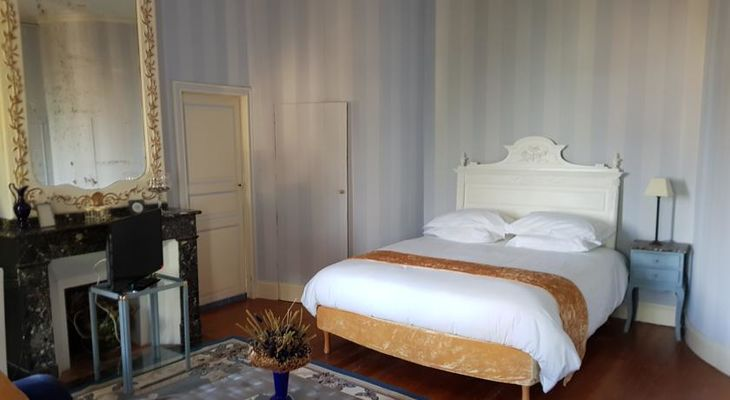 Chb hôtes suite Domaine Marcoujans SAINT ELIX LE CHATEAU