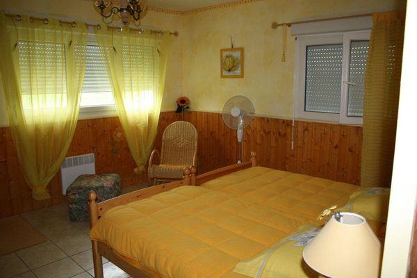 Gîte La Grange de Castelys chambre jaune MONES