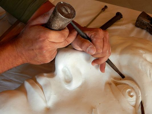 Gros_plan-atelier_sculpture_david_leger-800x600_credit-OTHautsTolosans (2)
