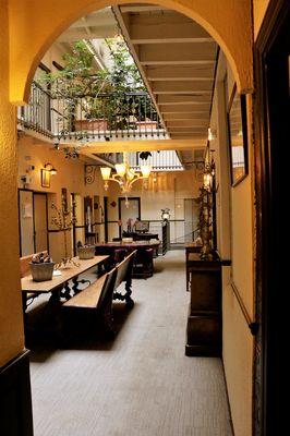 Le Patio intérieur Grand Hotel Orleans TOULOUSE