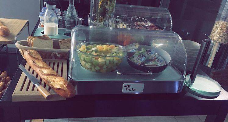 Petit déjeuner ; Les fruits Grand Hotel Orleans TOULOUSE