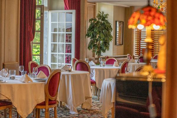 Restaurant Les Cèdres, Villeneuve de Rivière
